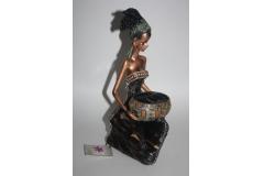 Figura tamnoputa djevojka   28x14cm  CH52117