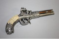 Figura suvenir puška   23x18,5cm   CH58878