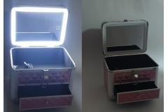 Kovčeg metalni za šminku sa LED svijetlom 25x18x21cm(SAMO SREBRNI)   CH6771